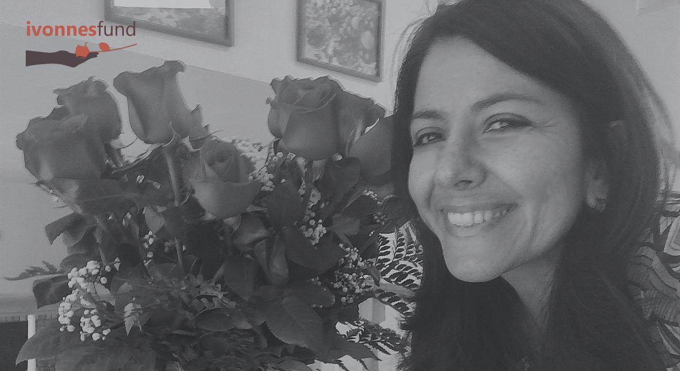 Ivonne receiving roses
